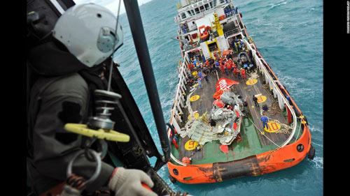 indonesia bac tin co truong qz8501 roi ghe lai - 3
