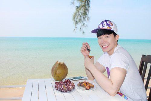 nathan lee tan huong ky nghi o resort trieu do - 3