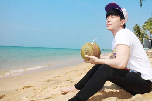 nathan lee tan huong ky nghi o resort trieu do - 4