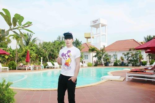 nathan lee tan huong ky nghi o resort trieu do - 5
