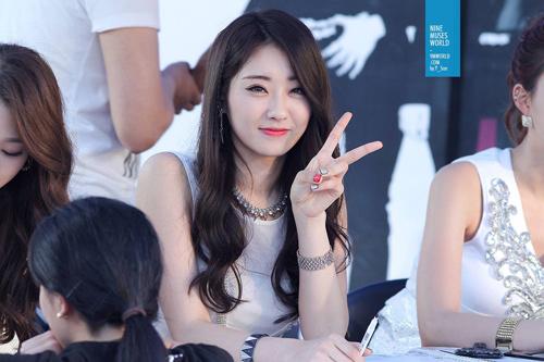"""nhung nu than kpop """"hop hon"""" ca hai gioi - 5"""
