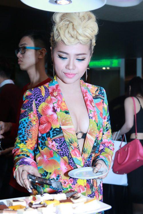 "mi-a, thao trang ""ru nhau"" khoe co the tao bao - 2"