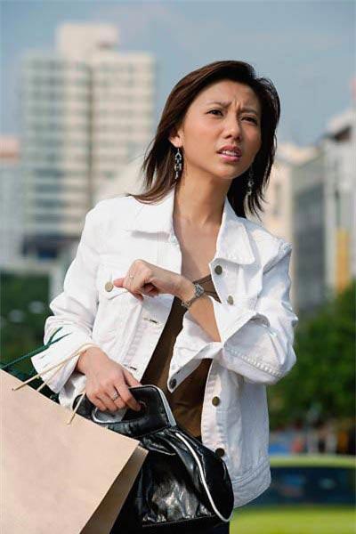 chi em can than chong mang tien thuong tet cho gai - 2