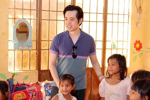 trang phap va nguoi yeu ung ho dong bao kho khan don tet - 2