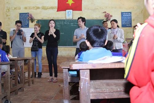 trang phap va nguoi yeu ung ho dong bao kho khan don tet - 6