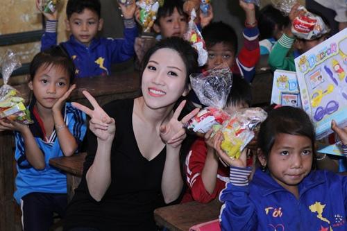 trang phap va nguoi yeu ung ho dong bao kho khan don tet - 8