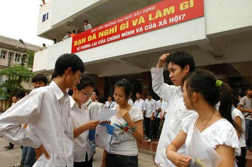 tang hoc phi, sinh vien sap phai 'du hoc' trong nuoc? - 1
