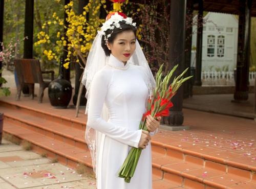 le quyen hao hung dien ao dai don tet - 2