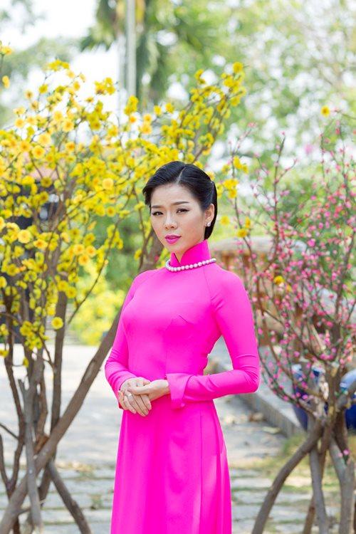 le quyen hao hung dien ao dai don tet - 3