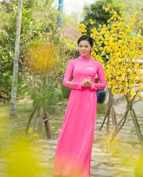 le quyen hao hung dien ao dai don tet - 5