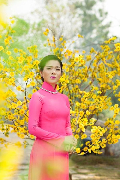le quyen hao hung dien ao dai don tet - 6