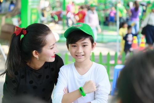 kim hien hanh phuc khoe bung bau 3 thang ben chong con - 2