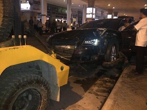 xe o to ha ho dam nhieu nguoi trong thuong o san bay - 1