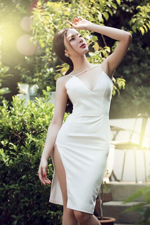 angela phuong trinh sexy kho cuong voi vay xuyen thau - 1