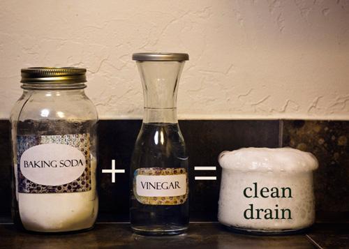 Chỉ dùng giấm và muối nở, bồn cầu sạch bong trong 7 phút
