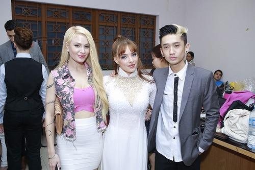 angela phuong trinh duoc ban dien cham soc chu dao - 12