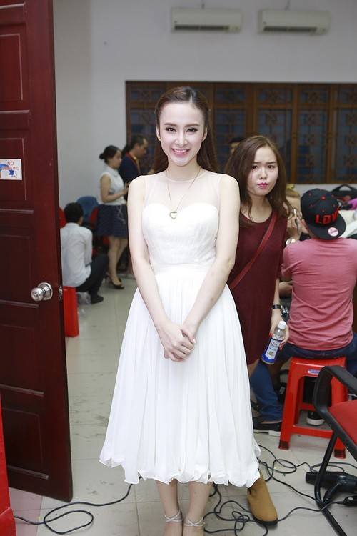 angela phuong trinh duoc ban dien cham soc chu dao - 5
