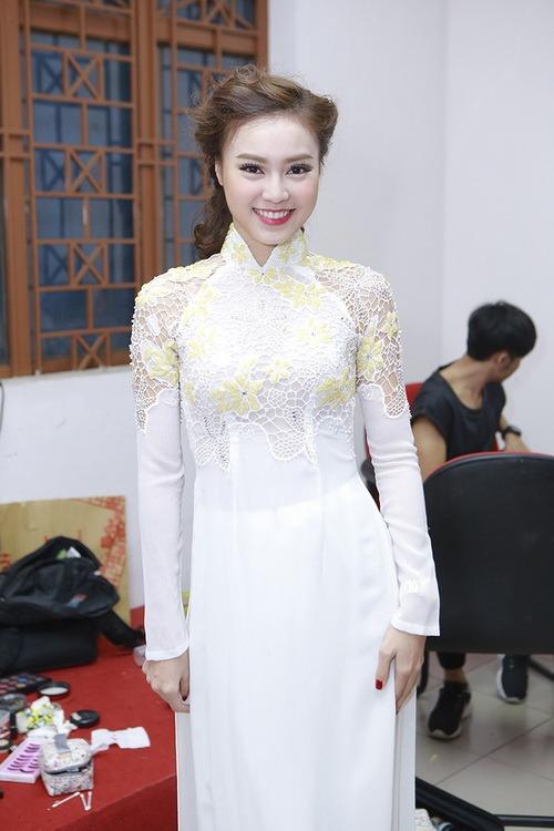 angela phuong trinh duoc ban dien cham soc chu dao - 8