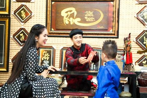 con trai le phuong hon me giua pho xuan - 6