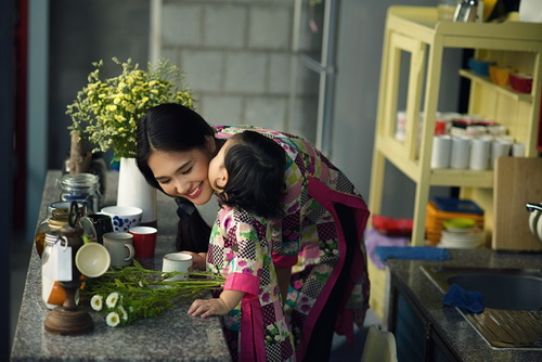 """ghen ti"" ngam con gai hh huong giang hon me - 3"