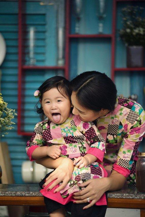 """ghen ti"" ngam con gai hh huong giang hon me - 6"