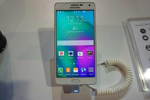 anh thuc te cua smartphone kim loai nguyen khoi samsung galaxy a7 - 2