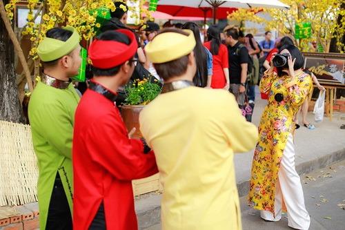 """phuong thanh mac ao dai lam """"pho nhay"""" cho nhom mtv - 12"""