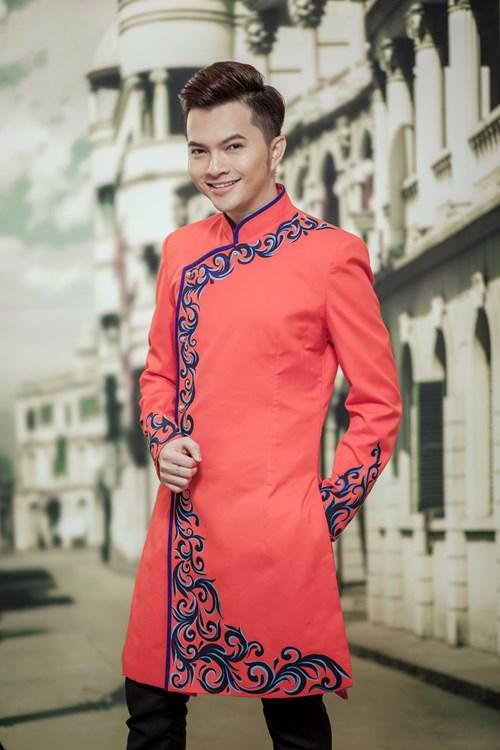 van trang dien ao dai e ap ben canh nam cuong - 8