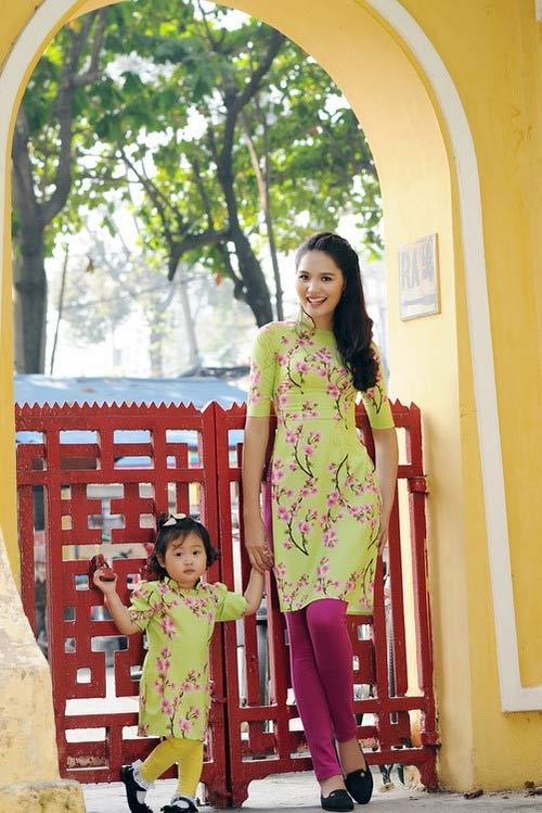 Con sao Việt rạng rỡ áo dài đón tết-11