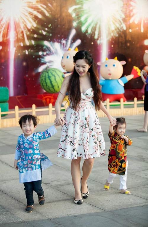 Con sao Việt rạng rỡ áo dài đón tết-10