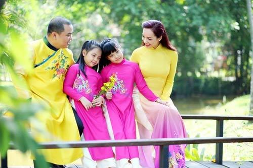 Con sao Việt rạng rỡ áo dài đón tết-8
