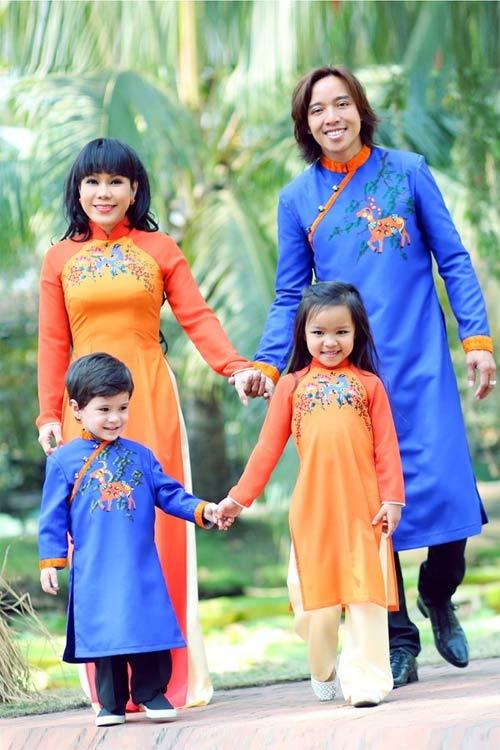 Con sao Việt rạng rỡ áo dài đón tết-9