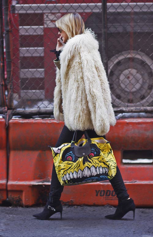 hoang thuy lot top 28 street style an tuong tai jeremy scott - 8