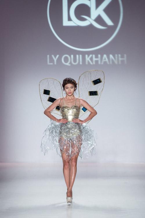 mau thuy mo man show dien cua ly qui khanh tai new york fw - 1