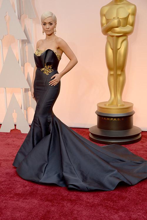 Lady Gaga hết quái, Jennifer Lopez khoe ngực trên thảm đỏ Oscars - 9
