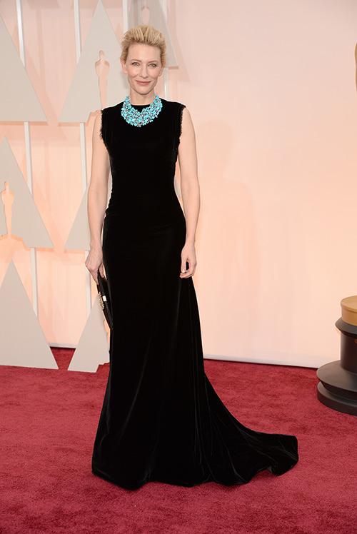 Lady Gaga hết quái, Jennifer Lopez khoe ngực trên thảm đỏ Oscars - 10