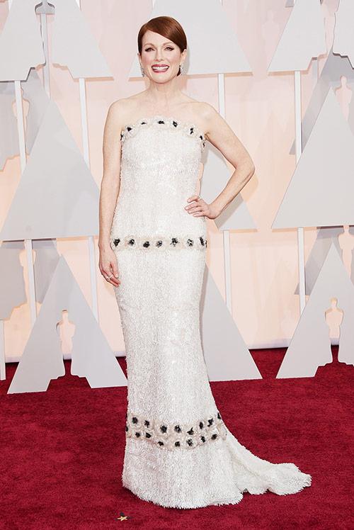 Lady Gaga hết quái, Jennifer Lopez khoe ngực trên thảm đỏ Oscars - 12