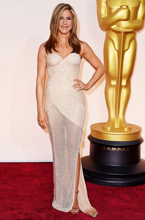 Lady Gaga hết quái, Jennifer Lopez khoe ngực trên thảm đỏ Oscars - 15