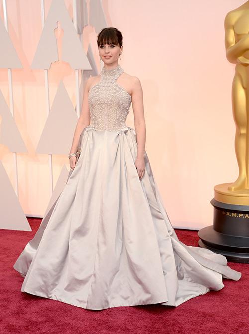 Lady Gaga hết quái, Jennifer Lopez khoe ngực trên thảm đỏ Oscars - 17
