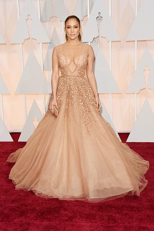 Lady Gaga hết quái, Jennifer Lopez khoe ngực trên thảm đỏ Oscars - 2
