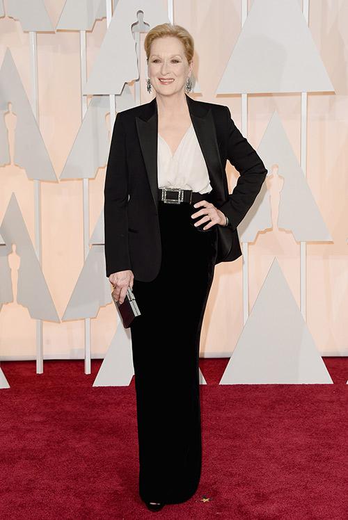 Lady Gaga hết quái, Jennifer Lopez khoe ngực trên thảm đỏ Oscars - 4