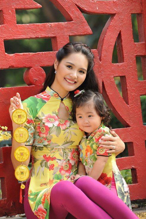 me con hh huong giang me mac ao dai tet - 15