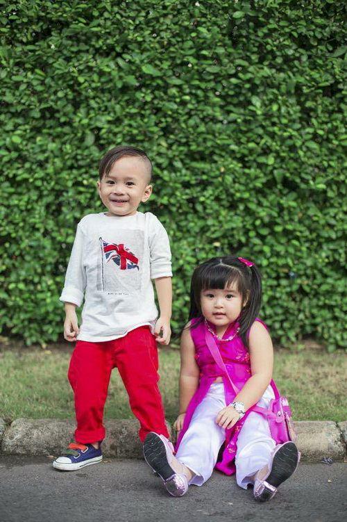 Em gái Thanh Thảo đưa con trai dạo phố xuân-8