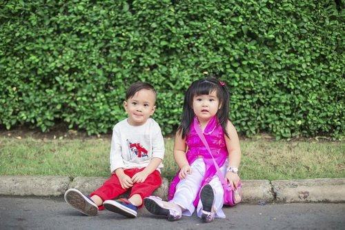 Em gái Thanh Thảo đưa con trai dạo phố xuân-10