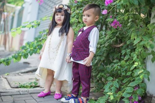 Em gái Thanh Thảo đưa con trai dạo phố xuân-6