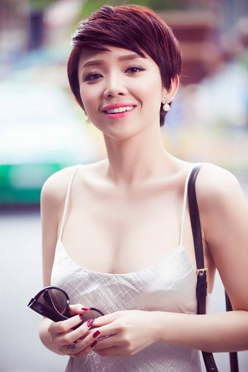 Tóc Tiên mặc váy ngủ gợi cảm hết mức xuống phố-2