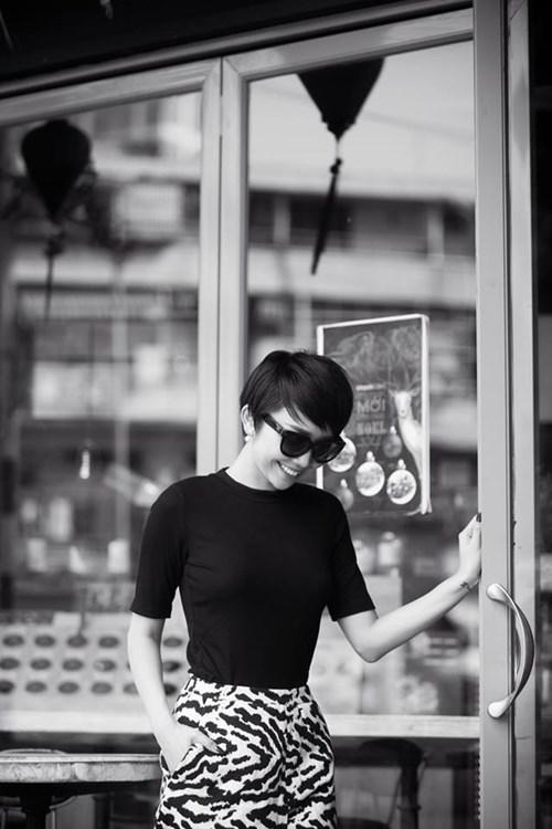 Tóc Tiên mặc váy ngủ gợi cảm hết mức xuống phố-13