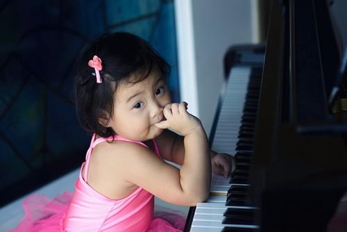 """HH Hương Giang khoe con gái """"trổ tài"""" múa ballet-9"""