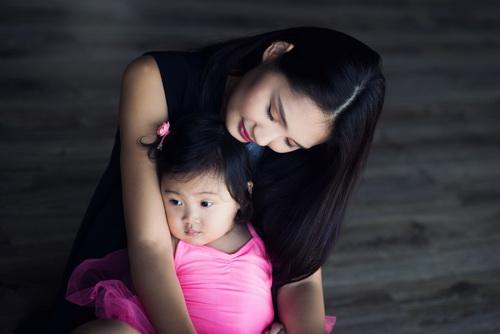 """HH Hương Giang khoe con gái """"trổ tài"""" múa ballet-13"""