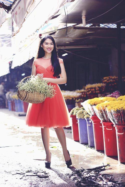 Ngọc Thanh Tâm rạng rỡ giữa phố hoa xuân-9